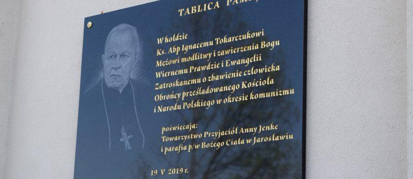 Odsłonięcie Tablicy Pamiątkowej poświęconej Abpowi Ignacemu Tokarczukowi